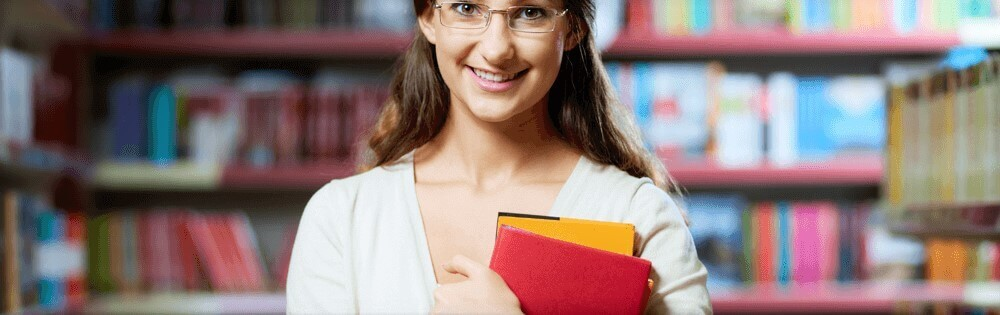pesquisa-bibliografica-garota-biblioteca-livro-tcc